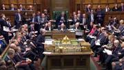 Die britische Premierministerin Theresa May hat einen Rücktritt für die Zeit nach dem Brexit in Aussicht gestellt. (Bild: House of Commons/PA via AP)