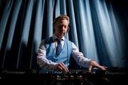 Seit vielen Jahren legte Beni Göldi als DJ auf. Dabei änderte er seinen Künstlernamen mehrfach. Aktuell nennt er sich Ben van Blue. (Bild: Mareycke Frehner)