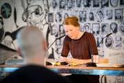 Die Autorin Anja Kampmann liest im Raum für Literatur aus ihrem Romandebüt «Wie hoch die Wasser steigen» am vergangenen Wortlaut. (Bild: Benjamin Manser)