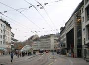 Die gleiche Situation heute: Das Sängerhüsli wurde 1930 in Zusammenhang mit dem Bau der EPA (heute Coop-City) abgebrochen. Das alte Stadttheater musste 1971 weichen, wobei der Ersatzbau, der «Markt am Bohl», dann noch rund zwanzig Jahre auf sich warten liess. (Bild: Reto Voneschen - 25. März 2019)