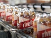 Rivella ist im letzten Jahr gewachsen. In der Schweiz stiegen die Verkäufe um 1,2 Prozent. Deutlich schneller war das Wachstum im Ausland mit 13,8 Prozent. (Bild: KEYSTONE/GAETAN BALLY)