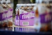 Die Schweizer Getränkehersteller lanciert mit Rivella Holunderblüte eine neue Sorte. (Bild: PD)