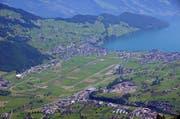 Blick vom Stanserhorn auf den Flugplatz Buochs mit Ennetbürgen und Buochs. Der Landrat berät über eine neue Ausgestaltung des innerkantonalen Finanzausgleichs. (Bild: Markus von Rotz)