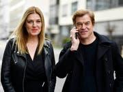 «Weil du nur einmal lebst - Die Toten Hosen auf Tour» ab heute in den Deutschschweizer Kinos: Frontmann Campino mit Regisseurin Cordula Kablitz-Post in Zürich. (Bild: KEYSTONE/WALTER BIERI)
