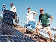 Wer selbst eine Fotovoltaik-Anlage bauen will, bekommt fachkundige Unterstützung. (Bild: PD)