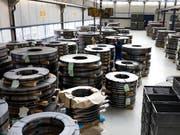 Die Schweizer Aluminiumindustrie hat im letzten Jahr «eine erfreuliche Anzahl an Neuaufträgen» an Land gezogen. (Bild: KEYSTONE/GAETAN BALLY)