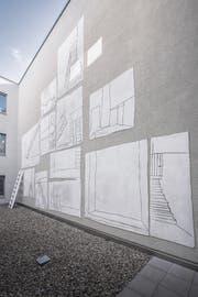 Zilla Leuteneggers neun Meter hohe Wandzeichnungen sind wetterfest. (Bild: Urs Bucher)
