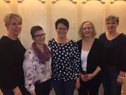 Die neue Präsidentin Rita Wyrsch (Mitte) wird von den neuen Vorstandsmitgliedern (von links) Sonja Ziegler und Luzia Loretz sowie den Abtretenden Agnes Zurfluh und Ruth Bissig begrüsst. (Bild: PD)