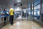Sicherheitskontrollen wie hier am Flughafen Zürich könnten dank moderner Technik effizienter werden. (Bild: Gaëtan Bally/Keystone (2. Oktober 2008)