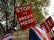 Das britische Unterhaus soll nach dem Willen von Premierministerin Theresa May am Freitag zum dritten Mal über das Brexit-Abkommen abstimmen. Parlamentspräsident John Bercow gab am Donnerstag seine Zustimmung. (Bild: KEYSTONE/AP/KIRSTY WIGGLESWORTH)
