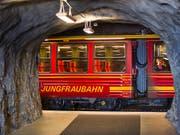 Die Jungfraubahn hat erneut einen Rekordgewinn erzielt und erhöht die Dividende. (Bild: KEYSTONE/MARTIN RUETSCHI)