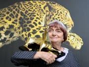 Agnès Varda 2014 am Filmfestival in Locarno: Die französische Regisseurin erhielt damals den Ehrenleoparden überreicht. (KEYSTONE/Urs Flueeler) (Bild: KEYSTONE/URS FLUEELER)