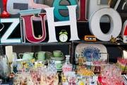 Auf dem Flohmarkt im St.Mangen-Quartier. (Bild: Coralie Wenger - 9. Juli 2011)