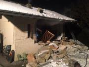 Bei der Explosion in Vollèges am 20. Januar gab es keine Verletzten, das Haus wurde jedoch stark beschädigt. (Bild: Kantonspolizei Wallis)