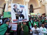 Erneut demonstrieren in Algerien Zehntausende gegen ihren «Marionetten-Präsidenten» Abdelaziz Bouteflika. (Bild: KEYSTONE/EPA/MOHAMED MESSARA)