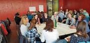 Gedankenaustausch zum Wohle des Kindes: Vertreterinnen und Vertreter verschiedenster Vereine und Institutionen trafen sich am vergangenen Mittwoch in Sarnen. (Bild: PD)