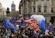 Das Schicksal von Theresa May scheint besiegelt, der Ausgang des Brexit-Ringens bleibt dagegen offen: Protestmarsch von Brexit-Gegnern in London. (Tim Ireland/AP, 23. März 2019)