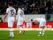 Enttäuschte Leverkusener nach einem der Gegentore in Sinsheim (Bild: KEYSTONE/EPA/RONALD WITTEK)