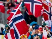 Postkarten-Wetter und Scharen von norwegischen Langlauf-Fans: Auch das bleibt von der WM in Seefeld neben dem Dopingskandal in Erinnerung (Bild: KEYSTONE/EPA/SRDJAN SUKI)
