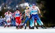 Hinter Dario Cologna (vorne) klafft bei den Schweizer Langläufern ein riesiges Leistungsloch. (Bild: Matthias Schrader/KEY)