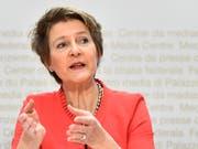 «Auch Nichtstun kostet»: Umweltministerin und SP-Bundesrätin Simonetta Sommaruga. (Bild: KEYSTONE/PETER SCHNEIDER)