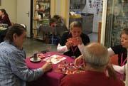 Am sehr gut besuchten «Spielcafé» wurde bei verschiedensten Spielen engagiert und vergnügt die Gemeinschaft gepflegt. (Bild: PD)