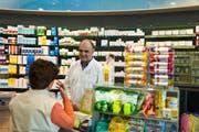 Ein Apotheker verdient in der Ostschweiz gemäss Lohnbuch Schweiz nach dem Studium rund 7000 Franken. (Bild: Gaëtan Bally//Keystone)