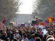 Gegner und Befürworter moderner Lebensformen gingen am Samstag in der italienischen Stadt Verona auf die Strasse. (Bild: KEYSTONE/AP/ANTONIO CALANNI)