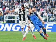 Juventus Turin (Mario Mandzukic) schlägt Empoli (Frédéric Veseli) (Bild: KEYSTONE/EPA ANSA/ALESSANDRO DI MARCO)
