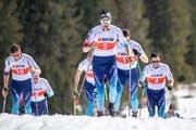Ueli Schnider (Mitte) dominierte das 50-Kilometer-Rennen. (Bild: Urs Flüeler/Keystone (Engelberg, 30.März 2019))