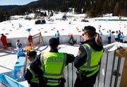 Österreichische Polizisten an der Nordischen Ski-WM in Seefeld. (Bild Matthias Schrader/AP (27. Februar 2019))