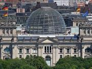 Deutscher Bundestag: Die Parteien der grossen Koalition haben in der deutschen Wählergunst wieder etwas verloren. (Bild: KEYSTONE/AP/MICHAEL SOHN)