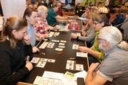 Hunderte von Spielbegeisterten frönten am Wochenende im Wiler Stadtsaal ihrer gemeinsamen Leidenschaft: dem Spielen von attraktiven Brett- und Kartenspielen. (Bild: Christof Lampart)