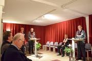 Obermeister Ivo Bommer am linken Stehpult eröffnet die Sitzung. (Bild: David Grob)