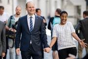 Regierungsrat Fabian Peter und seine Frau Debby freuen sich über den Wahlerfolg. (Bild: Philipp Schmidli)