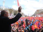 Die Kommunalwahl in der Türkei am heutigen Sonntag dürfte vor allem für Präsident Recep Tayyip Erdogan spannend werden - weil mancherorts Niederlagen seiner Partei AKP erwartet werden. (Bild: KEYSTONE/EPA TURKISH PRESIDENT PRESS OFFICE HANDOUT)