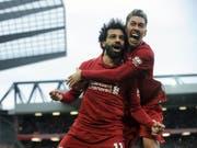 Die späte Erlösung in Anfield: Mohamed Salah und Roberto Firmino jubeln über das 2:1 von Liverpool gegen Tottenham Hotspur (Bild: KEYSTONE/AP/RUI VIEIRA)