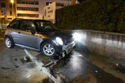 Das Auto wurde beim Unfall stark beschädigt. (Bild: Luzerner Polizei (Emmenbrücke, 30. März 2019))