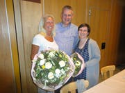 Präsident Rolf Stucki verabschiedet Margrit Goldiger (l.) und Franziska Käslin aus dem Vorstand. (Bild: Ruedi Wechsler, Klewenalp, 29.März 2019)