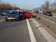 Gleich zwei Mal knallte es am Samstag auf der A1 im Kanton Solothurn. Bei den Auffahrunfällen wurden insgesamt fünf Personen leicht verletzt. (Bild: Polizei Kanton Solothurn)
