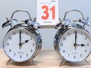Sommerzeit: In der Nacht auf Sonntag wurden die Uhren um 2.00 Uhr um eine Stunde auf 3.00 Uhr vorgestellt. (Bild: KEYSTONE/APA/APA/HELMUT FOHRINGER)