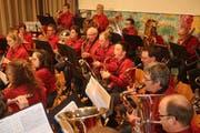 Die Eschenzer Musikantinnen und Musikanten zeigen beim Jubiläumskonzert, was sie können. (Bild: Peter Spirig)