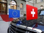 Laut einer Meldung der «NZZ am Sonntag» würden derzeit rund 60 Prozent der Bevölkerung das institutionelle Rahmenabkommen mit der EU befürworten. (Bild: KEYSTONE/PETER KLAUNZER)