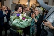 Regierungsratskandidatin Korintha Bärtsch wird gefeiert. (Bild: Philipp Schmidli)