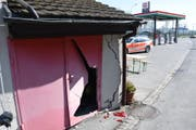 Die beschädigte Hauswand. (Bild: Kapo SG)