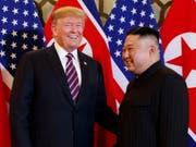 US-Präsident Donald Trump und Nordkoreas Machthaber Kim Jong Un bei ihrem zweiten Treffen von Angesicht zu Angesicht Ende Januar in der vietnamesischen Hauptstadt Hanoi. (Bild: KEYSTONE/AP/EVAN VUCCI)