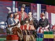 Der Millionär Philipp Klapproth und seine «normale» Familie (von links): Ruth Meier, Corinna Fürer, Peter Grundlehner, Attilio D´Alessandro und Marie Helene Diefenthaler. (Bild: Ulrike Huber)