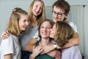 Jolein Odermatt (Mitte) mit ihren Vierlingsgeschwister: Zu fünft ist es toll.