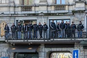 Am Güdismontag schaute sich die FCL-Mannschaft den Wey-Umzug in der Stadt Luzern an. (Bild: Leser Roman Beer)