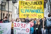 Am Freitag, 22.Februar, zogen demonstrierende Schüler durch die Altstadt von Konstanz. Bild: Andrea Stalder (22. Februar 2019)